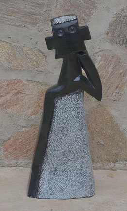 Nala´s first Stonesculpture, made out of Springstone, by the well known Richard Mteki, Harare / Zimbabwe