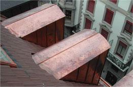 Doppelfalzdach über den Dächern von Zürich