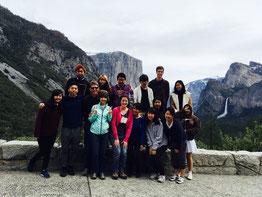 ヨセミテ国立公園にて参加者全員での集合写真