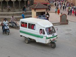 nepal-tuktuk