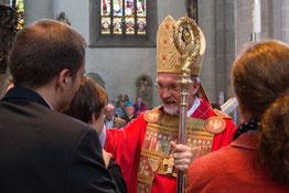 Bischof Gregor Maria Hanke bei der Firmung. (Archivbild aus dem Jahr 2014). pde-Foto: Anika Taiber-Groh