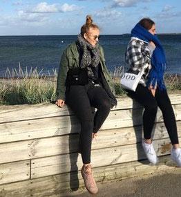 Franziska und Greta am Helleruper Strand