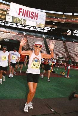 Ruth im Ziel des Great Aloha Run