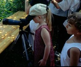 Vogelbeobachtung mit Spektiv mit Kindern, Bild: LBV
