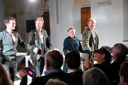 """Nach der Aufführung von """"Faust (to go)"""" gab es viel Applaus vom begeisterten Publikum im Stiftssaal von St. Margareta. (Foto: Angelika Fröhling)"""