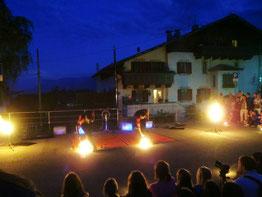 Feuershow in Dorf Tirol