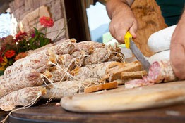 Mercato contadino al Martinerhof's Brauhotel Bauernmarkt Gourmet Südtirol