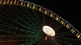 Rimini Riesenrad bei Nacht leuchtend