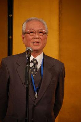 三三七拍子で〆た田中利隆副理事長。