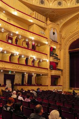 Zuschauerraum mit 1650 Plätzen