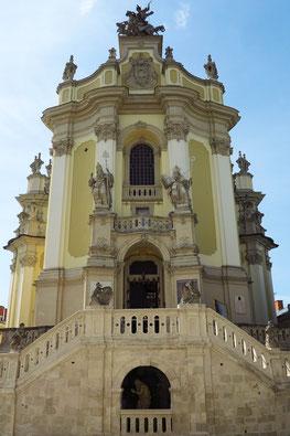 Zweiseitiger Treppenaufgang zur Kirche