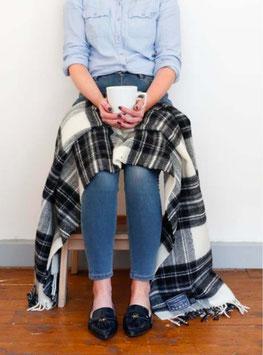 MacDonald Old Tartan Knie-Decke von The Tartan Blankets Co.