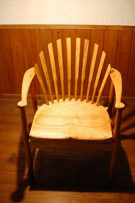 木の椅子 背もたれ アームチェア 座り心地 良い