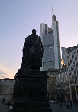 ゲーテの銅像