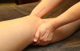 ひざ裏のリンパの流れを促進