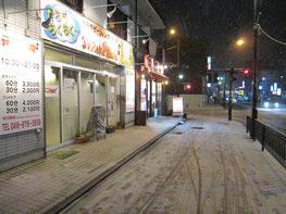 朝から雪は降ってはいましたが、夕方から積もり始めました。
