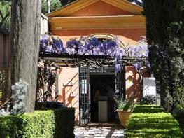 Am Eingang des alten Friedhofs