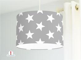 Lampe mit großen Sternen in Grau aus Baumwollstoff