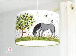 Lampe fürs Kinderzimmer und Mädchen mit Pferden aus Baumwollstoff