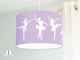 Lampe für Mädchen und Kinderzimmer mit Ballerinas in Lila aus Baumwollstoff