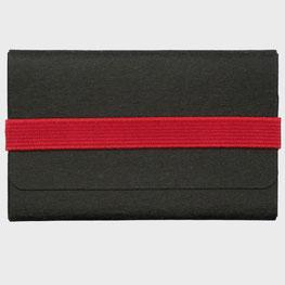 Kleines Kreditkartenhalter schwarz rot Papierleder und elastisches Gummiband