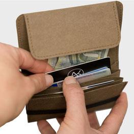 Mini Portmonee mit offener Lasche für  Münzen Scheine Karten