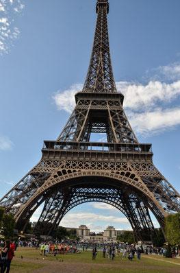 Auf den Champs de Mars. Vom Trocadero (im Hintergrund) etwa 15 Minuten Fußweg