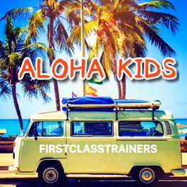 大阪の幼児子供英会話ALOHAKIDSアロハキッズ、緑の人工芝で楽しく子供フィットネス、バイリンガルトレーナーで自然に英語が身につくキッズ英会話