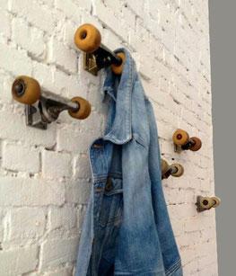 porte manteau original à faire avec des roues de skate