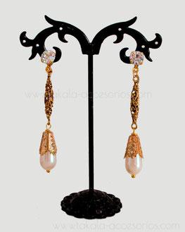 aros de perlas, aros dorados, aros vintage, aros antiguos, aros, novias, casamiento, aros colgantes, aros strass, aros novia Villa Urquiza.