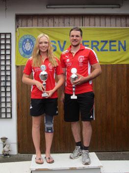 Tagessieger Luzia Gruber vom FC Chammünster und Christoph Eder vom TSV Kreuzberg