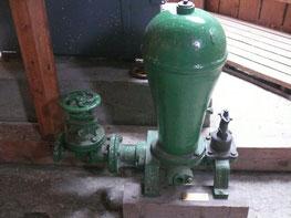 Hydraulischer Widder-Ausstellungsstück im Wasserturm