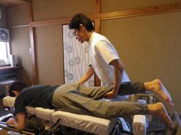 写真:脊椎の可動性の検査