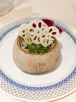 Salade de papaye verte et de racine de lotus