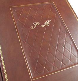 Album foto personalizzato sia nelle misure che nella stampa, prestigioso regalo di lusso.