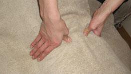 骨盤矯正 指圧マッサージ 筋肉をほぐします