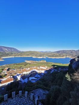 See mit Blick auf Zahara de la Sierra