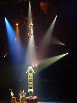 """Kurios in Toronto: """"Oben"""" und """"unten"""" sind relativ bei dieser Akrobatik-Nummer des Cirque du Soleil."""