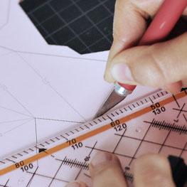 Beispielbild - Ausschneiden mit Cutter und Lineal