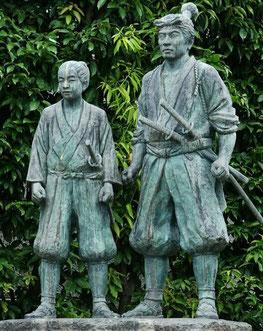 兵庫県高砂市にある武蔵・伊織の像「文武両道」