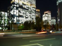 Bürogebäude In Tokio bei Nacht