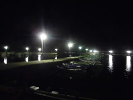 夜の漁港の写真