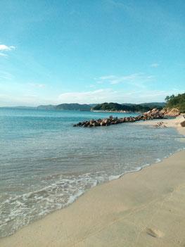 小串漁港 横 砂浜の写真