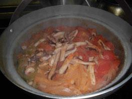 炊きあがった炊き込みご飯の写真