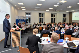 IHK-Präsident Michael Matt stellte in der IHK-Vollversammlung die Position zum Klimaschutz zur Abstimmung. Foto: Burdack