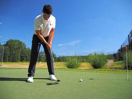 PGA-Professional Michael Wolf zeigt am Golf-Erlebnistag in seinen Flugshows, was mit Schläger und Ball so alles gelingen kann - © GolfKultur Stuttgart