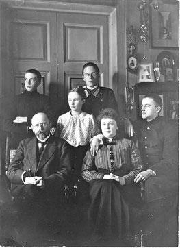 Сильвио Амвросиевич и Вера Антоновна Данини с детьми Валентином, Виргинией, Евгением и Орестом