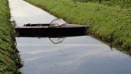 De boot keren op het water lijkt een hele klus