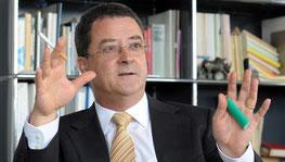 BSV-Chef Yves Rossier muss bei der Invalidenversicherung sparen. Er setzt den Rotstift auch bei den Hörmitteln an.