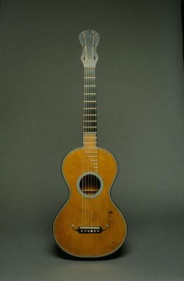 Guitarra del siglo XIX